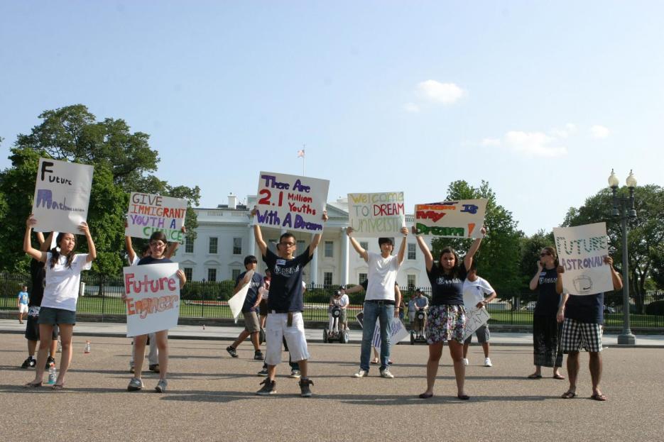 Más de 150,000 dreamers que no han renovado sus permisos de trabajo están en riesgo de deportación