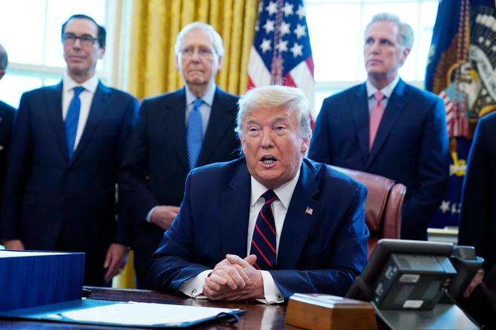 Presidente Trump suspende temporalmente la emisión de Tarjetas de Residencia