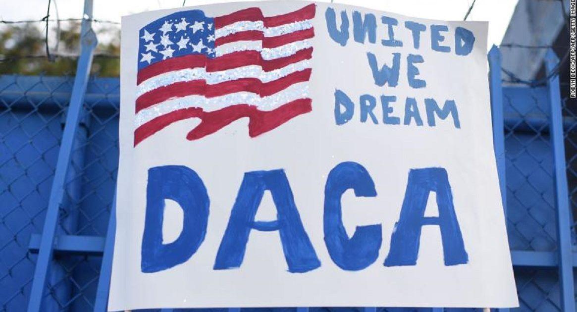 Importante: USCIS Implementa las Guías de DHS sobre DACA (Acción Diferida – Soñadores)